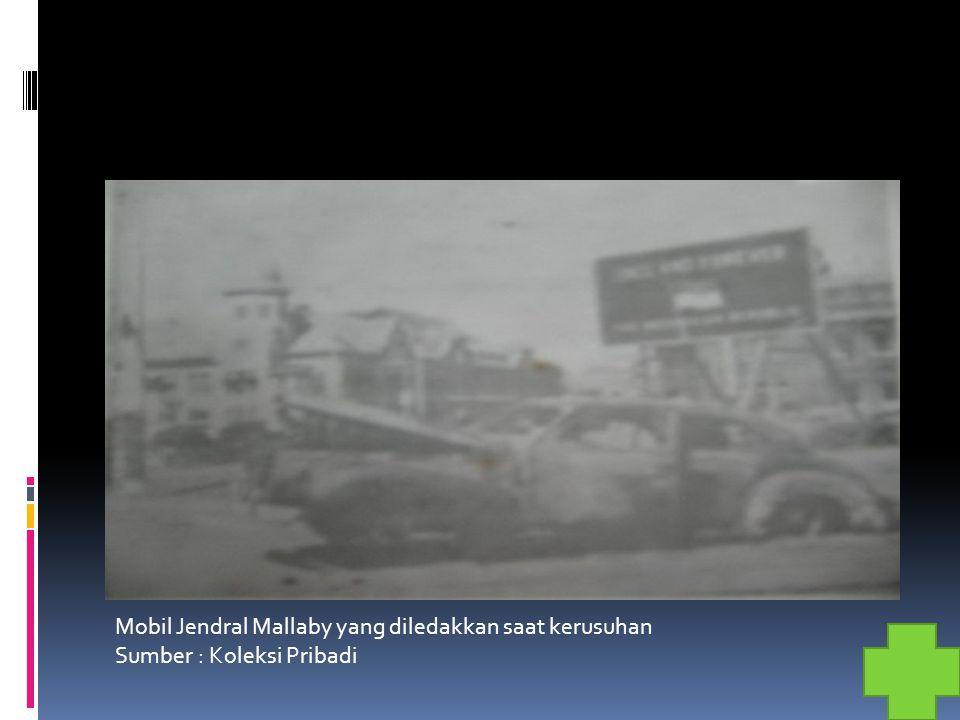 Mobil Jendral Mallaby yang diledakkan saat kerusuhan Sumber : Koleksi Pribadi