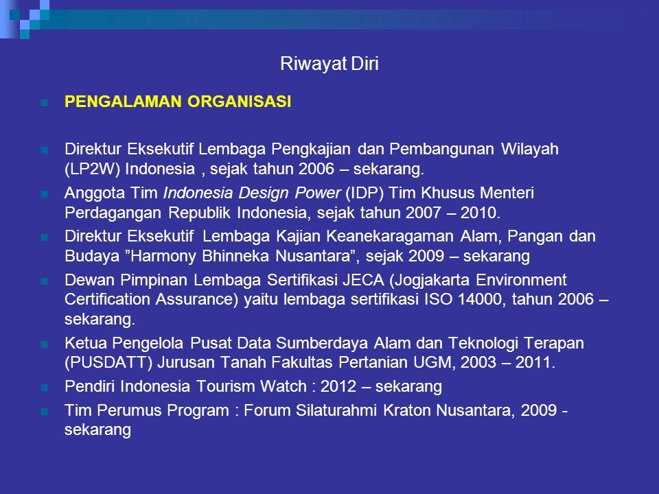 Riwayat Diri PENGALAMAN ORGANISASI Direktur Eksekutif Lembaga Pengkajian dan Pembangunan Wilayah (LP2W) Indonesia, sejak tahun 2006 – sekarang. Anggot