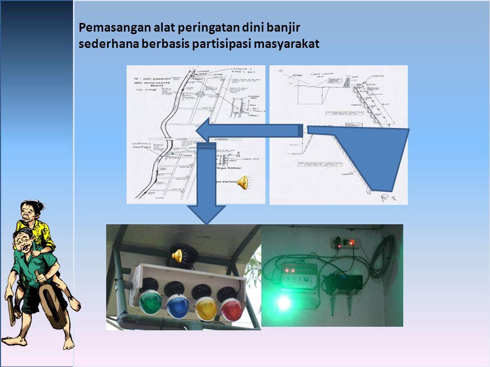 Pemasangan alat peringatan dini banjir sederhana berbasis partisipasi masyarakat