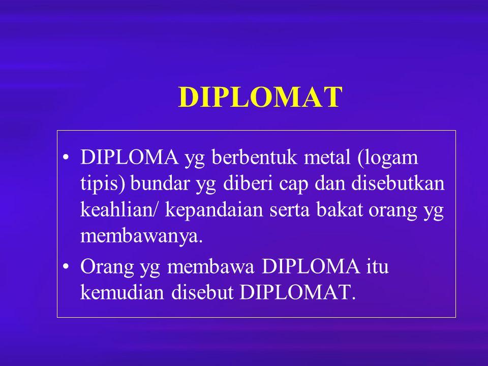 DIPLOMAT DIPLOMA yg berbentuk metal (logam tipis) bundar yg diberi cap dan disebutkan keahlian/ kepandaian serta bakat orang yg membawanya. Orang yg m