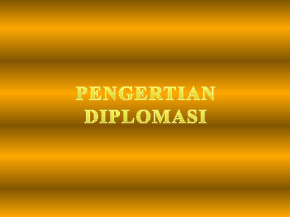 HAROLD NICOLSON DIPLOMASI atau DIPLOMATIK adalah suatu metode pengelolaan hubungan internasional dengan mempergunakan cara negosiasi, cara ini biasanya dilakukan oleh seorang duta besar atau duta dengan gaya dan seni diplomatis.