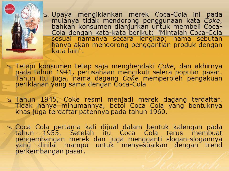  Upaya mengiklankan merek Coca-Cola ini pada mulanya tidak mendorong penggunaan kata Coke, bahkan konsumen dianjurkan untuk membeli Coca- Cola dengan