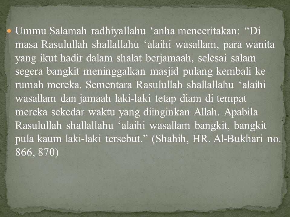 """Ummu Salamah radhiyallahu 'anha menceritakan: """"Di masa Rasulullah shallallahu 'alaihi wasallam, para wanita yang ikut hadir dalam shalat berjamaah, se"""