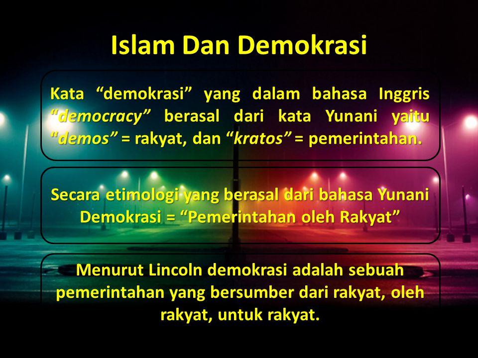  Dalam Islam, tatanan pemerintahan tidak bersumber dari manusia, akan tetapi bersumber dari Allah swt yang tertuang dalam Al-Qur'an dan As-Sunah Demokrasi dalam Islam terlebih dahulu muncul jauh sebelum demokrasi dari Yunani tercetus dan dikenal dengan istilah syura .