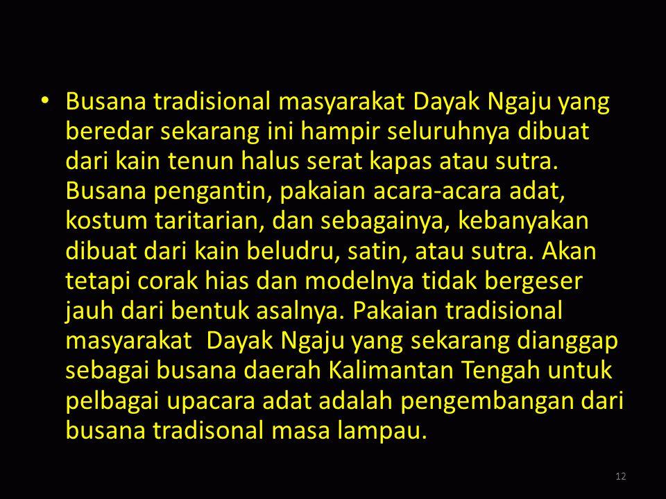 Baju kaum lelaki disebut baju palembangan, model baju pria Melayu tapi berkerah, juga dari beludru atau satin. Pada kerah, ujung lengan baju, dan bagi