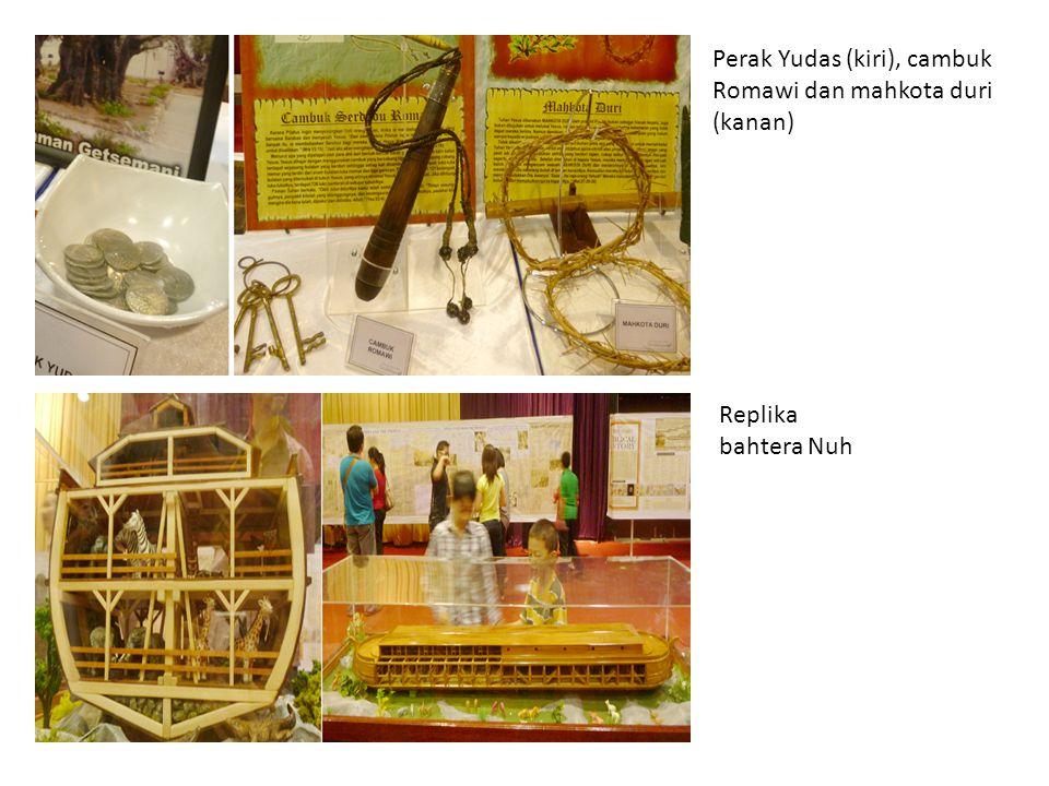Perak Yudas (kiri), cambuk Romawi dan mahkota duri (kanan) Replika bahtera Nuh
