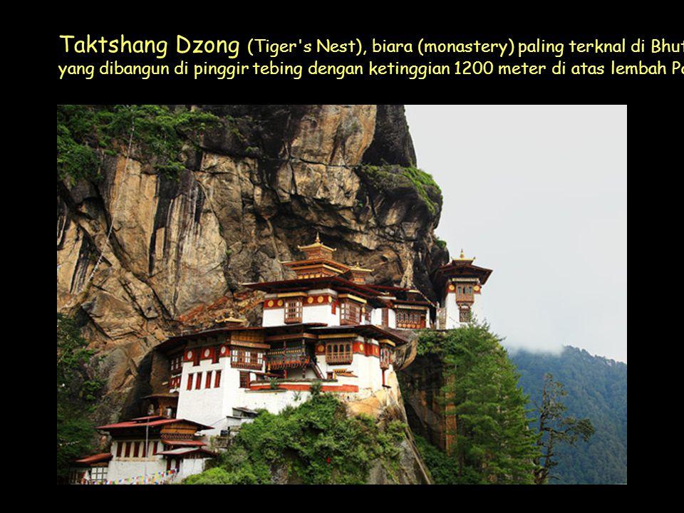 Click to Proceed Taktshang Dzong (Tiger s Nest), biara (monastery) paling terknal di Bhutan yang dibangun di pinggir tebing dengan ketinggian 1200 meter di atas lembah Paro.