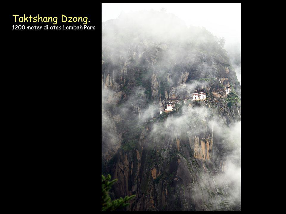 Click to Proceed Taktshang Dzong. 1200 meter di atas Lembah Paro