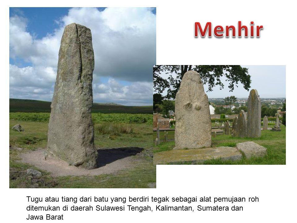 Meja besar dari batu yang digunakan untuk sesaji saat pemujaan roh