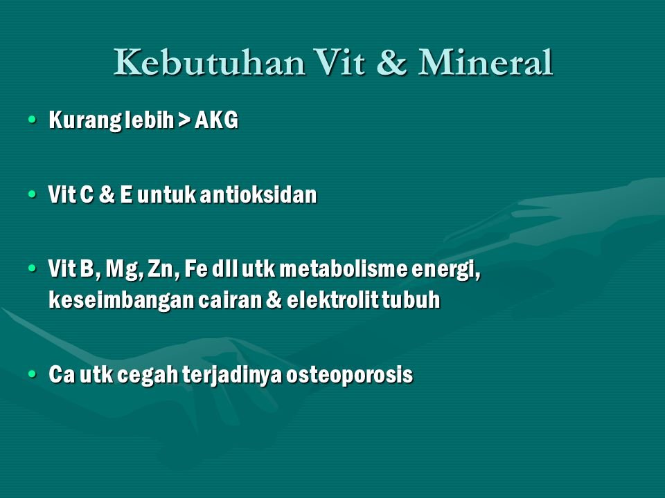 Kebutuhan Air Utk keseimbangan cairan & elektrolit dlm tubuhUtk keseimbangan cairan & elektrolit dlm tubuh utk org biasa 1,5-2,5 L/hr utk org biasa 1,5-2,5 L/hr utk atlet ditambah : 500 ml, 2 jam sebelum pertand (2 gls), 15-20' sebelum pertand 500 ml (2 gls setiap 10-15' 120-180 ml (1/2-2/3 gls) utk atlet ditambah : 500 ml, 2 jam sebelum pertand (2 gls), 15-20' sebelum pertand 500 ml (2 gls setiap 10-15' 120-180 ml (1/2-2/3 gls) Air yg sejuk (mudah diserap di saluran cerna)Air yg sejuk (mudah diserap di saluran cerna) Utk pemulihan, kebutuhan air diberikan berdsrkan  BB (500 ml/2 gls) setiap  0,5 kg BBUtk pemulihan, kebutuhan air diberikan berdsrkan  BB (500 ml/2 gls) setiap  0,5 kg BB Oleh krn itu penimbangan BB sebelum & setelah pertand perlu dilakukanOleh krn itu penimbangan BB sebelum & setelah pertand perlu dilakukan