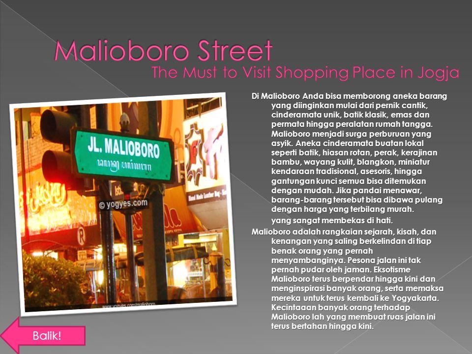 Di Malioboro Anda bisa memborong aneka barang yang diinginkan mulai dari pernik cantik, cinderamata unik, batik klasik, emas dan permata hingga perala