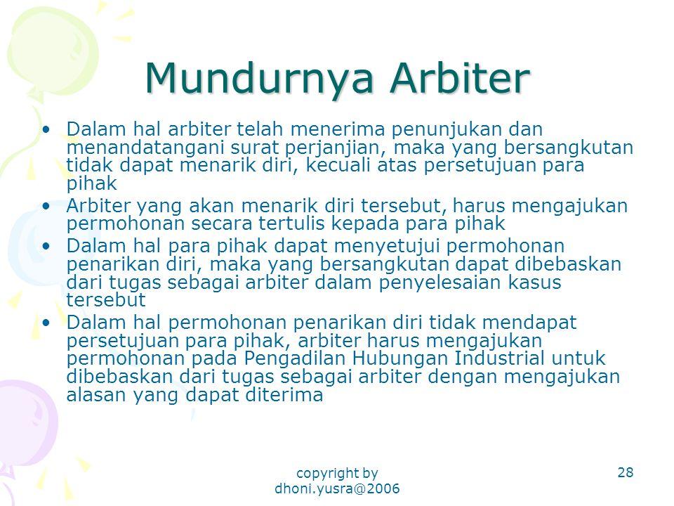 copyright by dhoni.yusra@2006 28 Mundurnya Arbiter Dalam hal arbiter telah menerima penunjukan dan menandatangani surat perjanjian, maka yang bersangk