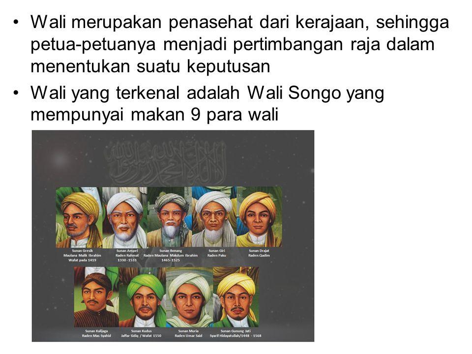 Sembilan Wali tersebut adalah : 1)Maulana Malik Ibrahim  Seorang keturunan Arab yang menetap di daerah Gresik dan dianggap sebagai perintis penyebaran islam di tanah jawa 2)Sunan Ampel  Seorang tokoh yang mendirikan pondok pesantren di Ampel Denta dekat Surabaya.
