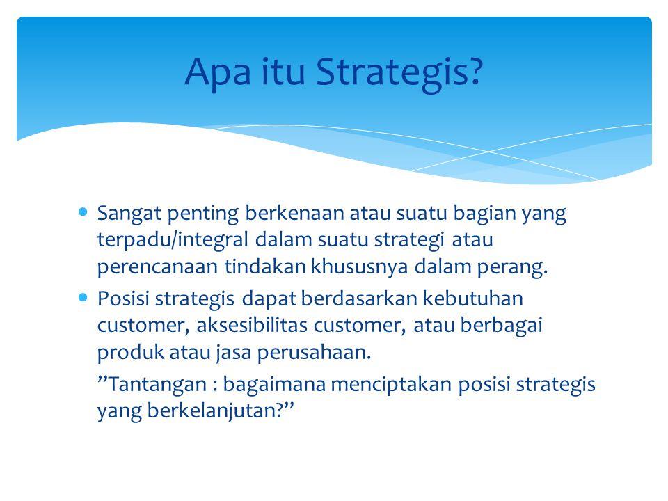 Sangat penting berkenaan atau suatu bagian yang terpadu/integral dalam suatu strategi atau perencanaan tindakan khususnya dalam perang. Posisi strateg