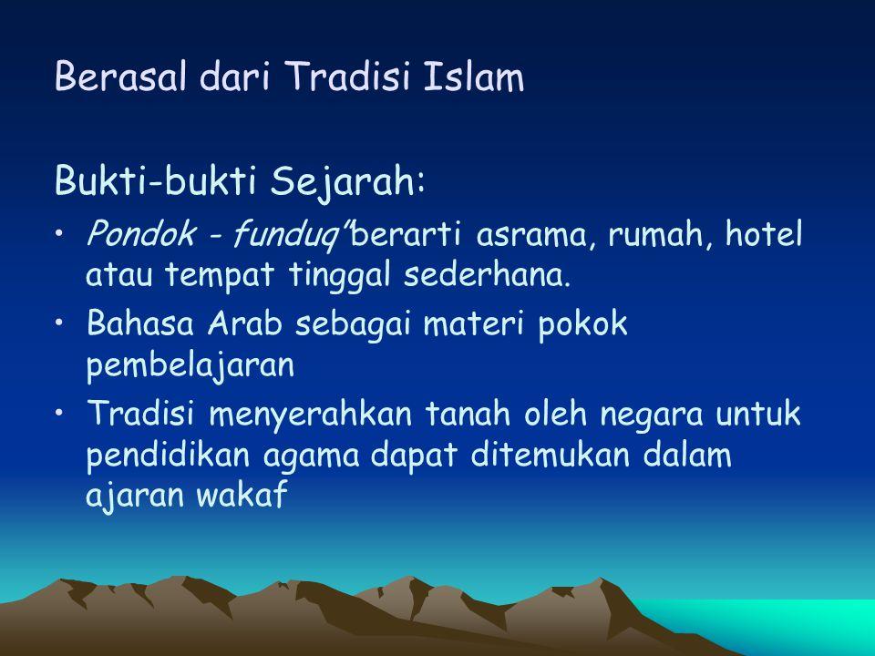 """Berasal dari Tradisi Islam Bukti-bukti Sejarah: Pondok - funduq""""berarti asrama, rumah, hotel atau tempat tinggal sederhana. Bahasa Arab sebagai materi"""