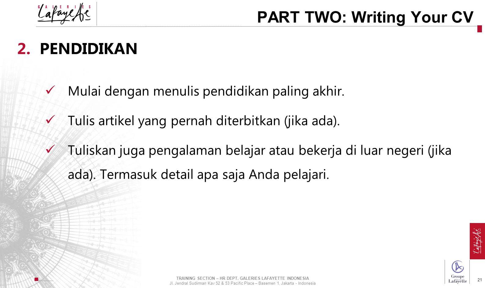Direction de l'International 21 PART TWO: Writing Your CV 2.PENDIDIKAN Mulai dengan menulis pendidikan paling akhir. Tulis artikel yang pernah diterbi