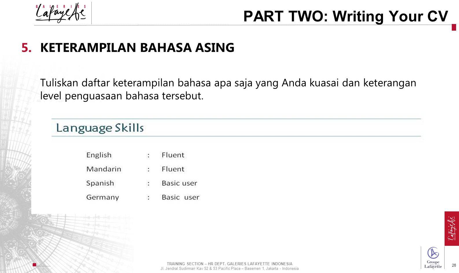Direction de l'International 28 PART TWO: Writing Your CV 5.KETERAMPILAN BAHASA ASING Tuliskan daftar keterampilan bahasa apa saja yang Anda kuasai da