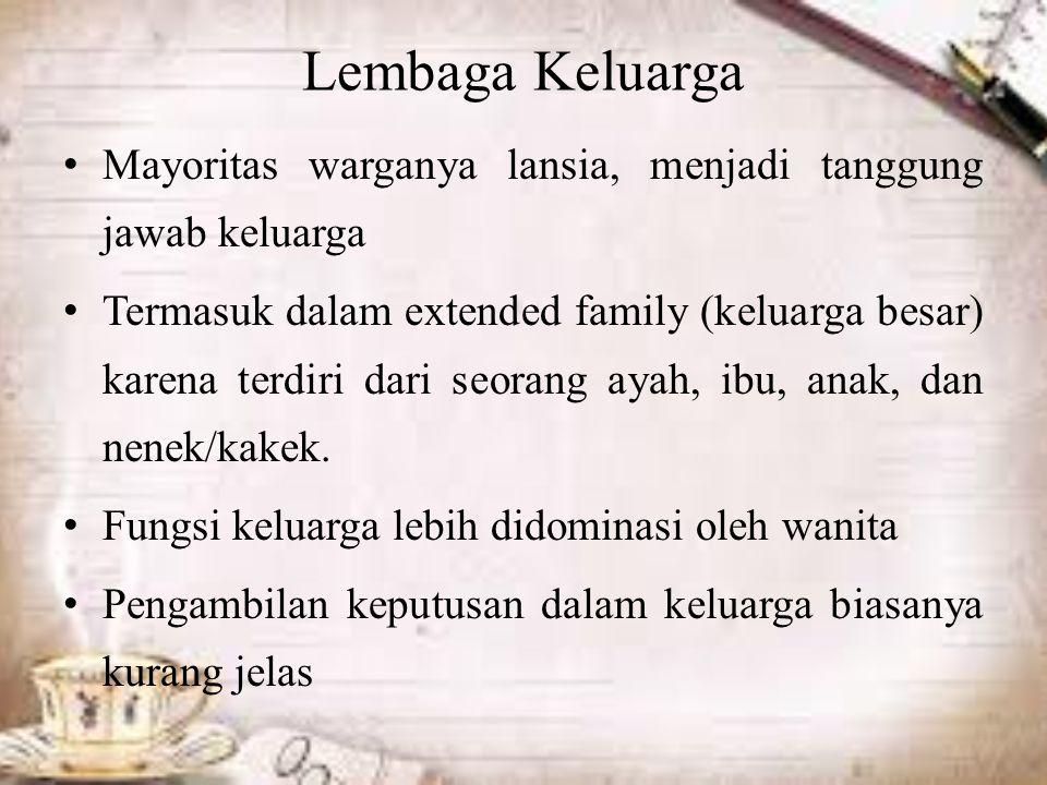 Lembaga Keluarga Mayoritas warganya lansia, menjadi tanggung jawab keluarga Termasuk dalam extended family (keluarga besar) karena terdiri dari seorang ayah, ibu, anak, dan nenek/kakek.