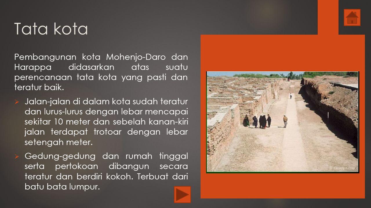 Tata kota Pembangunan kota Mohenjo-Daro dan Harappa didasarkan atas suatu perencanaan tata kota yang pasti dan teratur baik.  Jalan-jalan di dalam ko