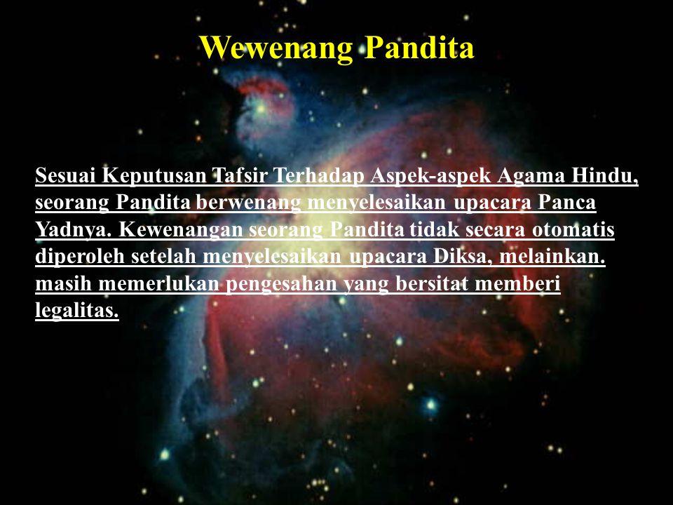 Status Pinandita adalah tergolong Ekajati. Seorang Pinandita juga diharuskan mempelajari Weda untuk Ngeloka Palasaraya. Upacara pengesahan untuk menja