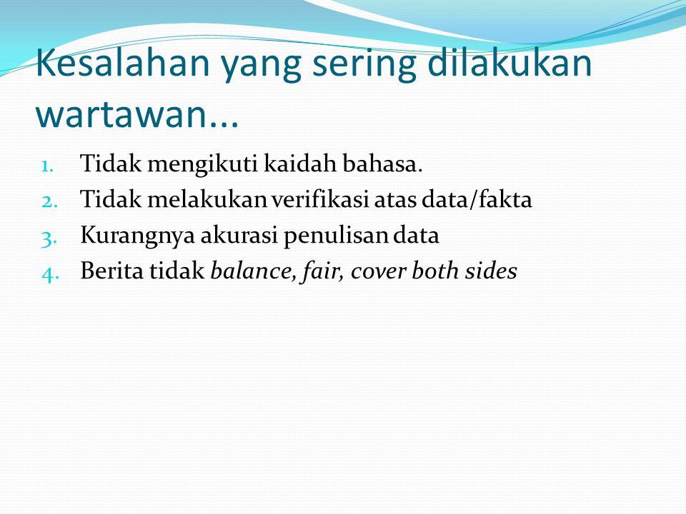 Tidak mengikuti kaidah bahasa Menulis di di mana, di sana, di sini, di Jakarta dimakan, diduga, dikarantina, dianjurkan Menuliskan tanda hubung (-) Benar: kapan-kapan, rumah-rumah salah: kapan – kapan, rumah – rumah Menggunakan tanda kutip ( ...