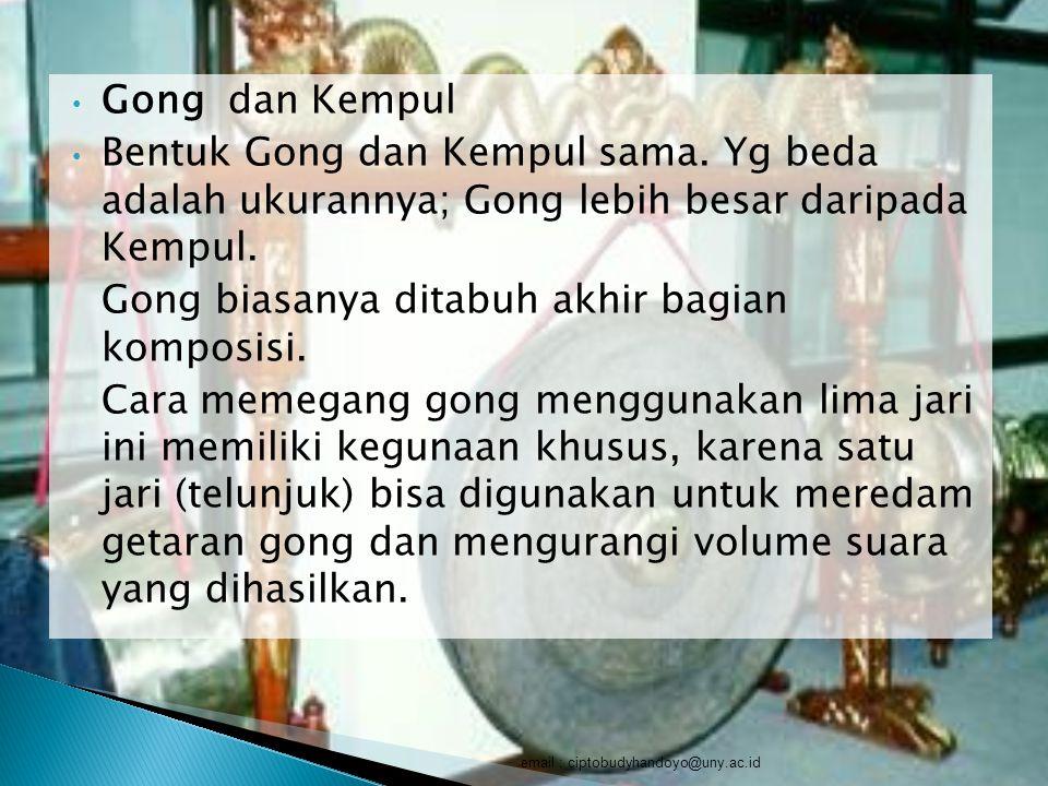 Gong dan Kempul Bentuk Gong dan Kempul sama. Yg beda adalah ukurannya; Gong lebih besar daripada Kempul. Gong biasanya ditabuh akhir bagian komposisi.