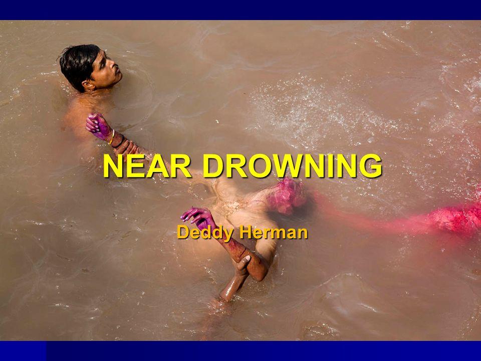 PENDAHULUAN Insidensi kematian akibat tenggelam bervariasi, kematian akibat tenggelam hanya 1 dari 20 kematian di air Insidensi kematian akibat tenggelam bervariasi, kematian akibat tenggelam hanya 1 dari 20 kematian di air Penyelaman, boating, ski air, pekerjaan di laut dalam dan kecelakaan transportasi laut Penyelaman, boating, ski air, pekerjaan di laut dalam dan kecelakaan transportasi laut WHO  0,7% penyebab kematian di dunia atau lebih dari 500 ribu kematian setiap tahunnya WHO  0,7% penyebab kematian di dunia atau lebih dari 500 ribu kematian setiap tahunnya