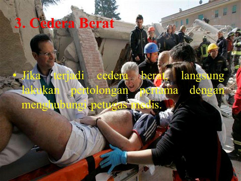 3. Cedera Berat Jika terjadi cedera berat, langsung lakukan pertolongan pertama dengan menghubungi petugas medis.