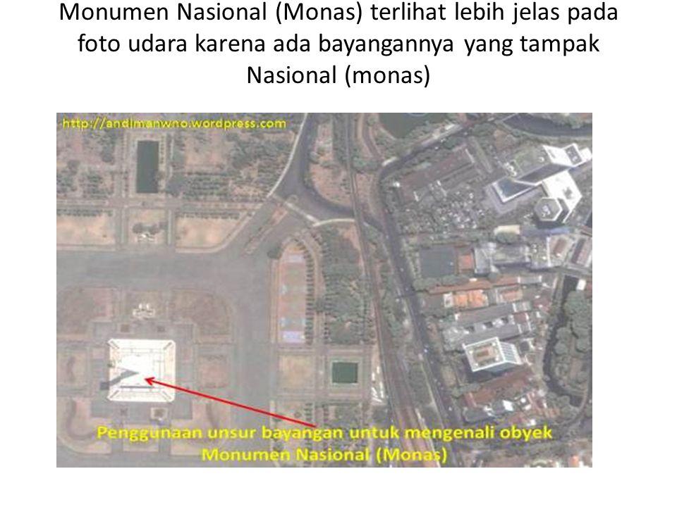 Monumen Nasional (Monas) terlihat lebih jelas pada foto udara karena ada bayangannya yang tampak Nasional (monas).