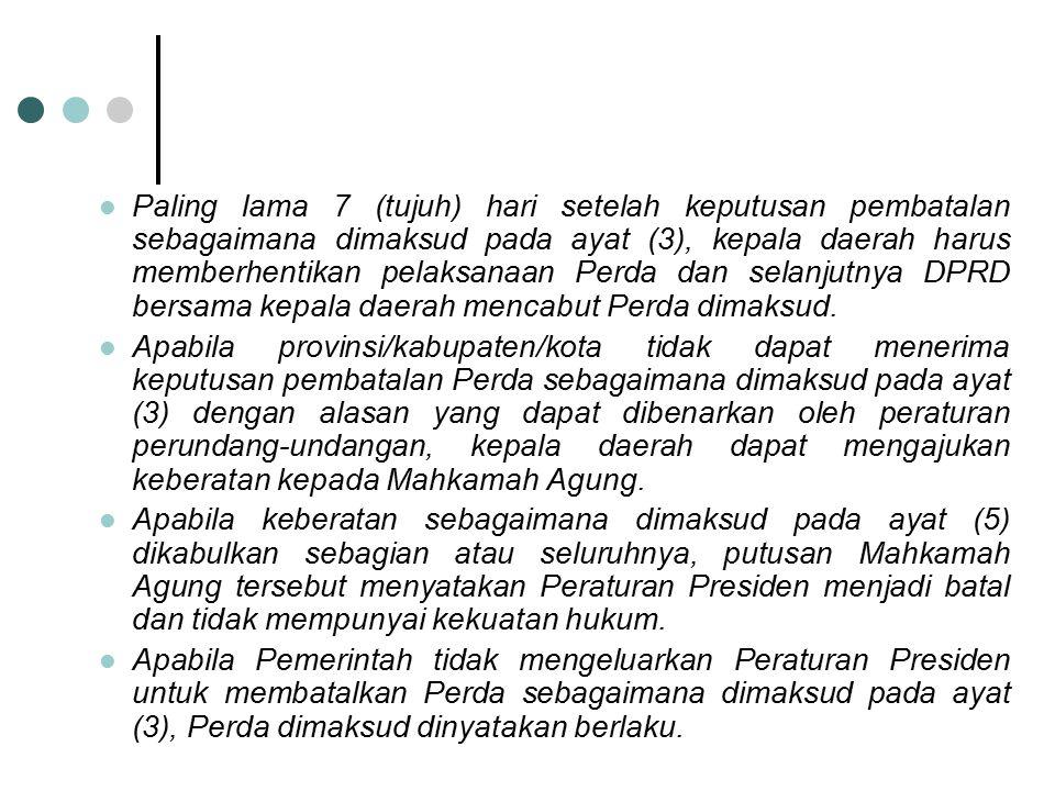 Paling lama 7 (tujuh) hari setelah keputusan pembatalan sebagaimana dimaksud pada ayat (3), kepala daerah harus memberhentikan pelaksanaan Perda dan s