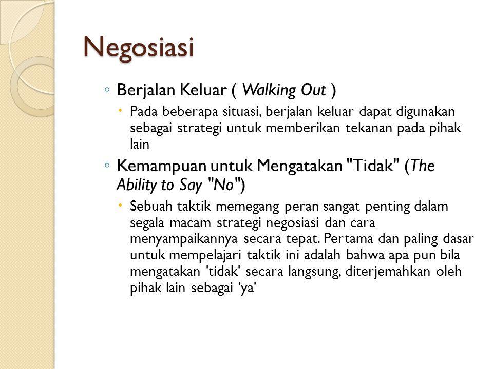 Negosiasi ◦ Berjalan Keluar ( Walking Out )  Pada beberapa situasi, berjalan keluar dapat digunakan sebagai strategi untuk memberikan tekanan pada pi