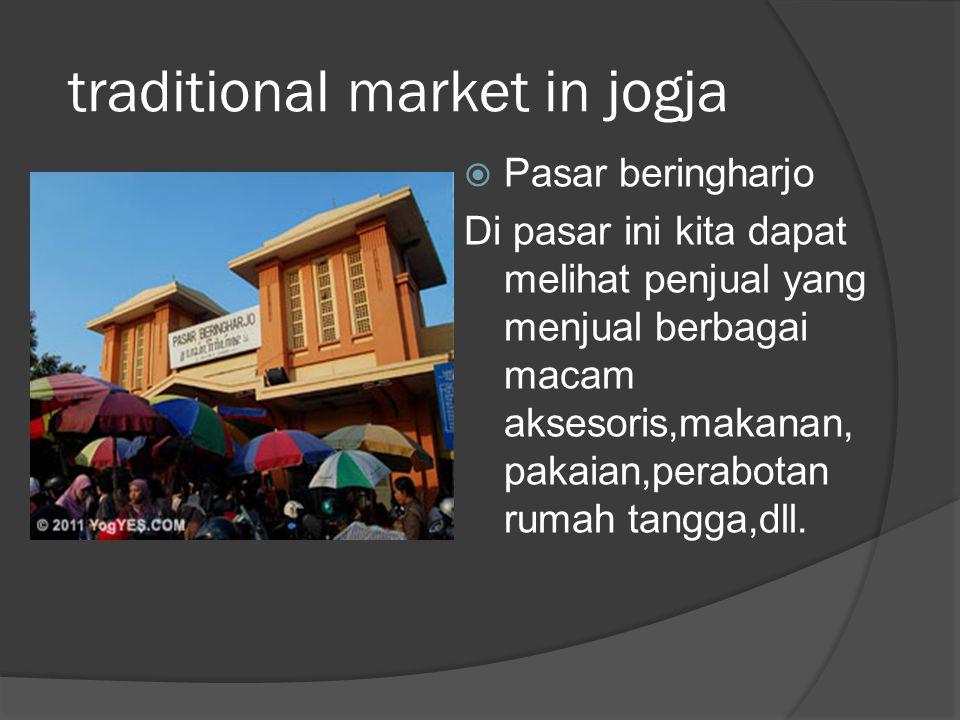 traditional market in jogja  Pasar beringharjo Di pasar ini kita dapat melihat penjual yang menjual berbagai macam aksesoris,makanan, pakaian,perabot