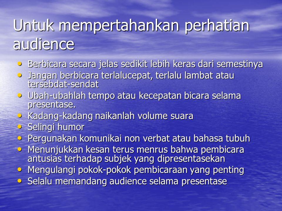 Untuk mempertahankan perhatian audience Berbicara secara jelas sedikit lebih keras dari semestinya Berbicara secara jelas sedikit lebih keras dari semestinya Jangan berbicara terlalucepat, terlalu lambat atau tersebdat-sendat Jangan berbicara terlalucepat, terlalu lambat atau tersebdat-sendat Ubah-ubahlah tempo atau kecepatan bicara selama presentase.