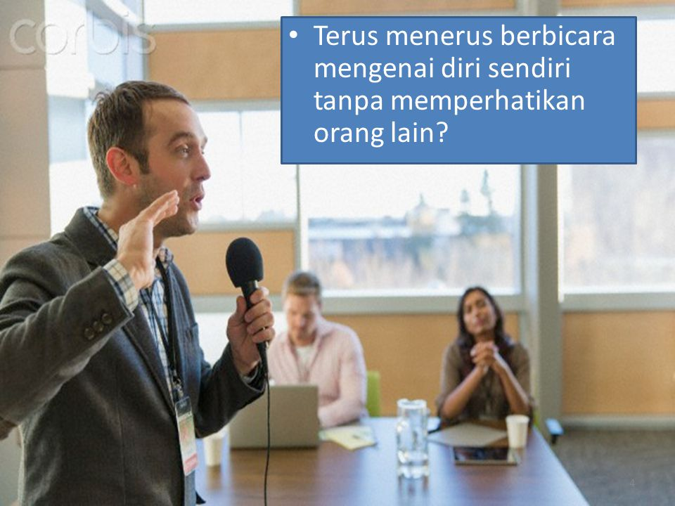 Terus menerus berbicara mengenai diri sendiri tanpa memperhatikan orang lain? 4