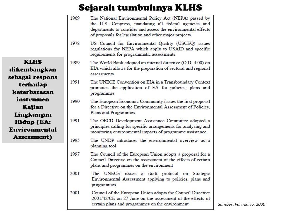 Sumber: Partidario, 2000 Sejarah tumbuhnya KLHS KLHS dikembangkan sebagai respons terhadap keterbatasan instrumen Kajian Lingkungan Hidup (EA: Environ