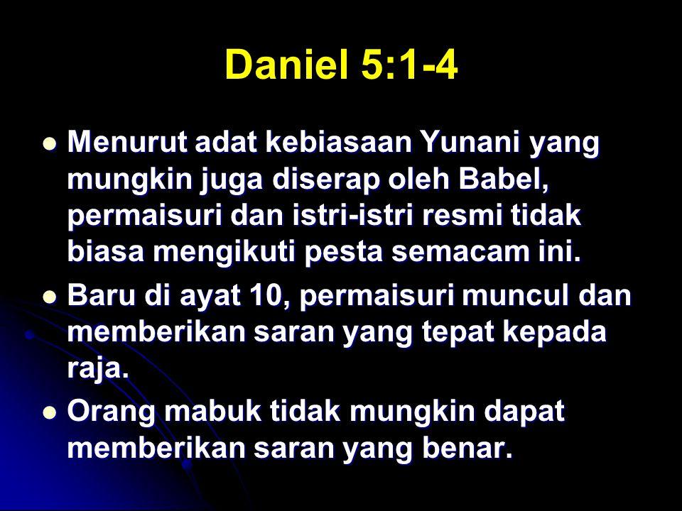 Daniel 5:1-4 Menurut adat kebiasaan Yunani yang mungkin juga diserap oleh Babel, permaisuri dan istri-istri resmi tidak biasa mengikuti pesta semacam