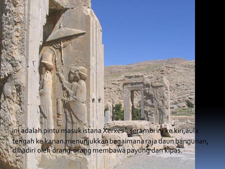 ini adalah pintu masuk istana Xerxes .