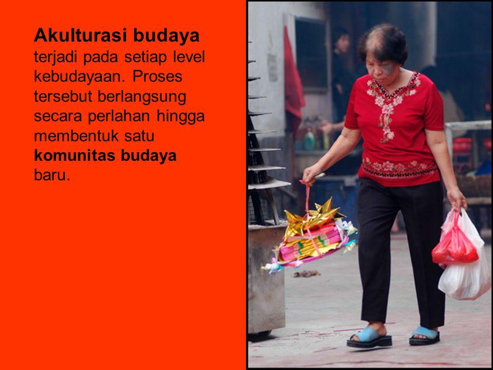 Akulturasi budaya terjadi pada setiap level kebudayaan.
