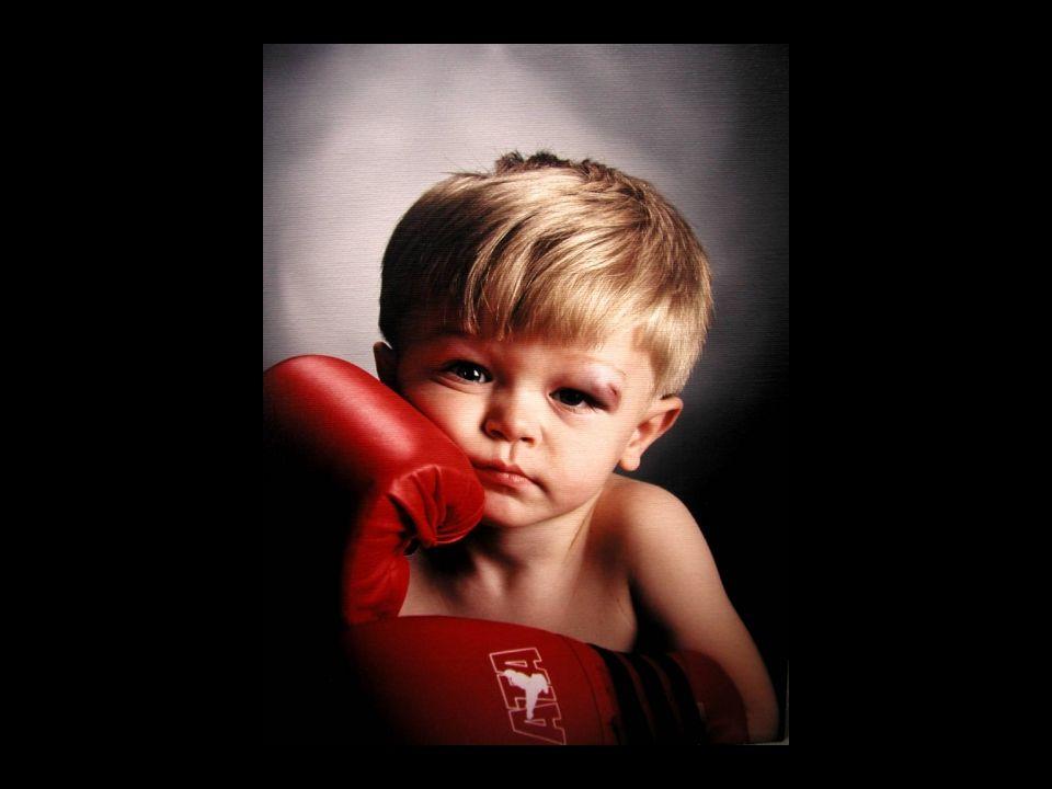 Cara mendidik anak Orang tua yang Otoriter Mendidik dengan menggunakan cara kekerasan (aturan yang kaku) Pelanggaran akan dihadapi orang tua dengan hukuman keras