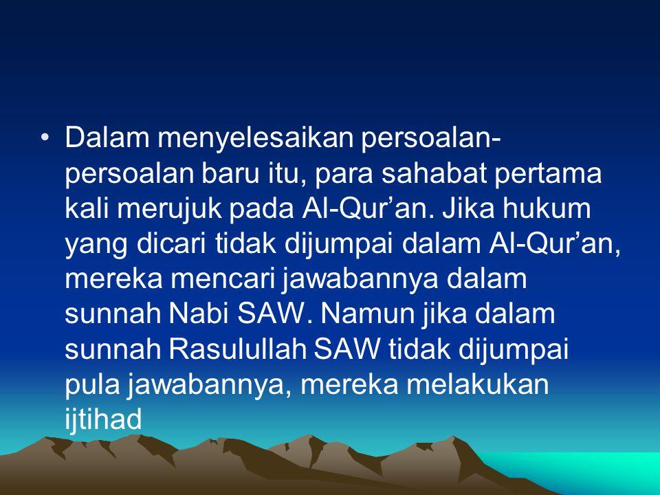 Dalam menyelesaikan persoalan- persoalan baru itu, para sahabat pertama kali merujuk pada Al-Qur'an.