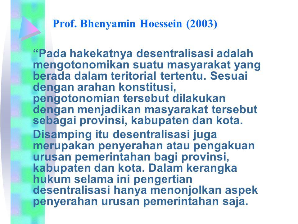 "Prof. Bhenyamin Hoessein (2003) ""Pada hakekatnya desentralisasi adalah mengotonomikan suatu masyarakat yang berada dalam teritorial tertentu. Sesuai d"
