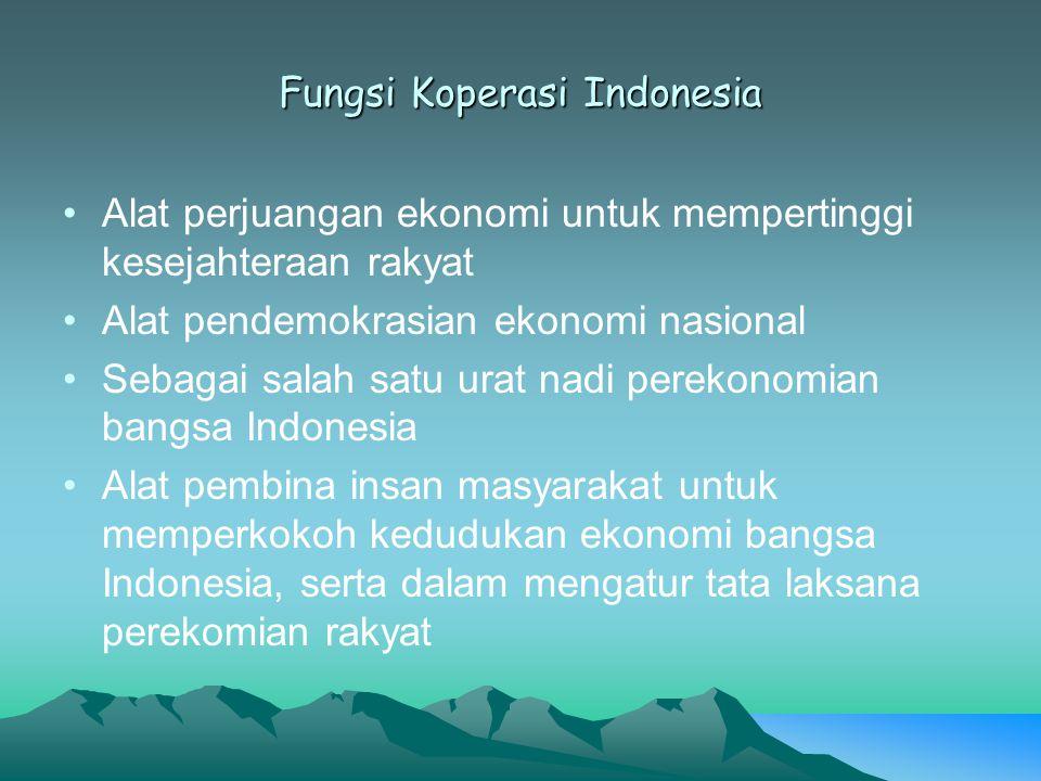 Fungsi Koperasi Indonesia Alat perjuangan ekonomi untuk mempertinggi kesejahteraan rakyat Alat pendemokrasian ekonomi nasional Sebagai salah satu urat