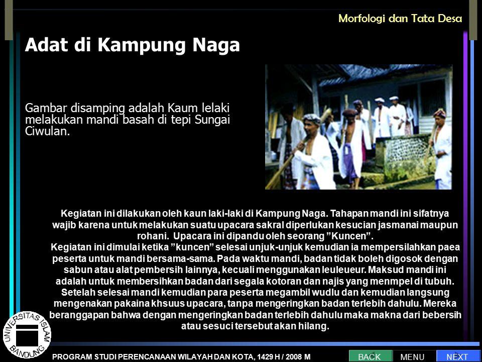 Adat di Kampung Naga Gambar disamping adalah Kaum lelaki melakukan mandi basah di tepi Sungai Ciwulan.