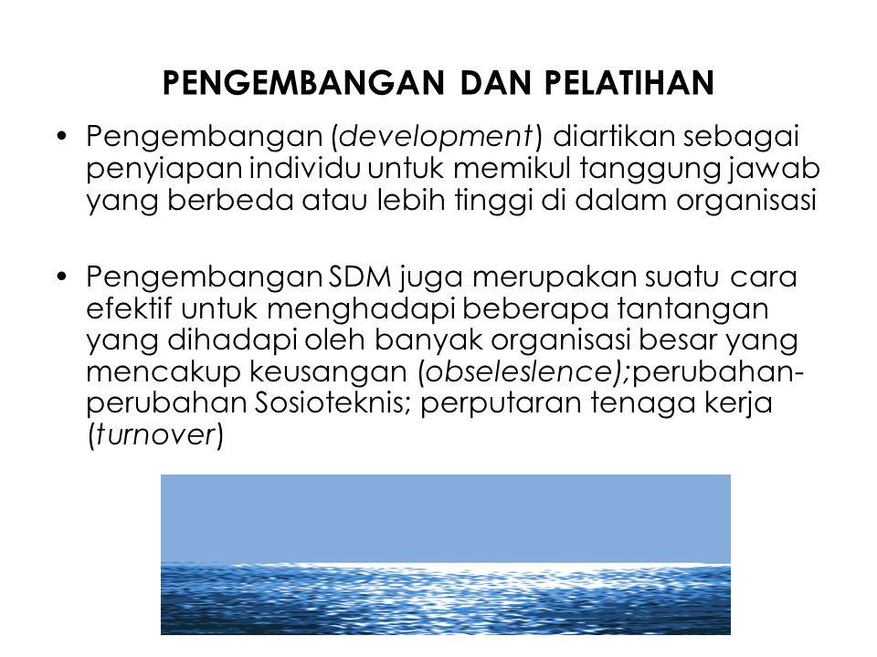 PENGEMBANGAN DAN PELATIHAN Pengembangan (development) diartikan sebagai penyiapan individu untuk memikul tanggung jawab yang berbeda atau lebih tinggi