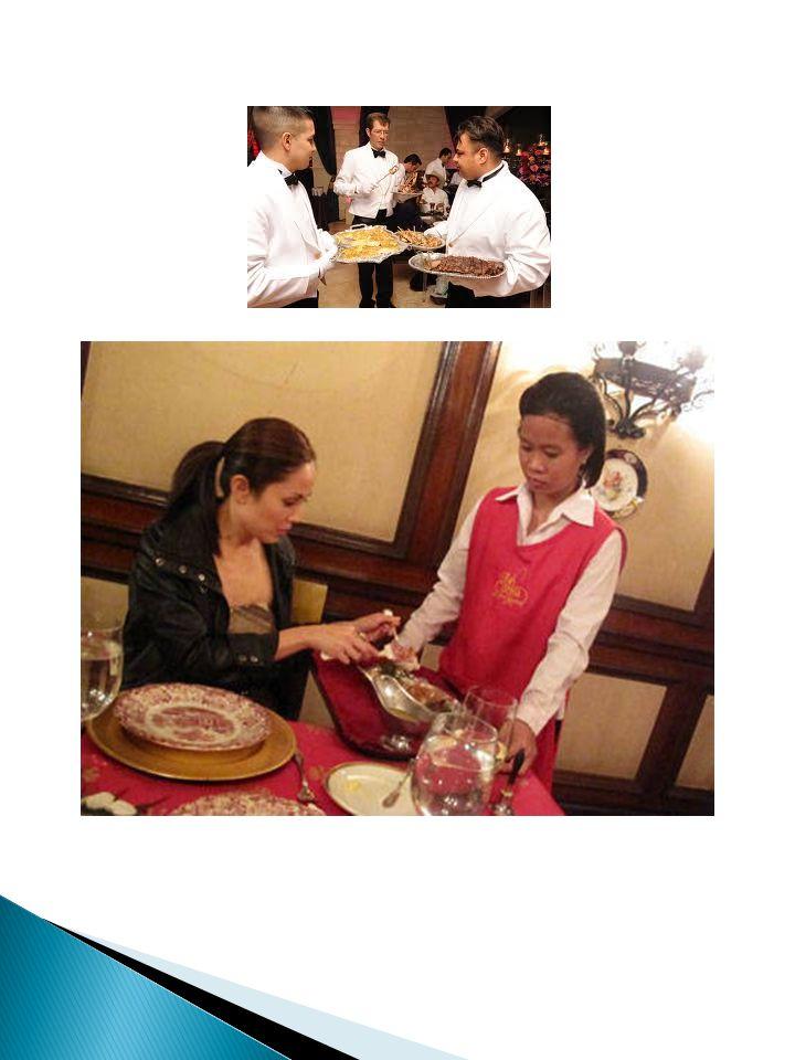 Service Makanan Utama - Pramusaji pertama membawa makanan utama kemudian menawarkan, memorsikan dan menyajikannya.