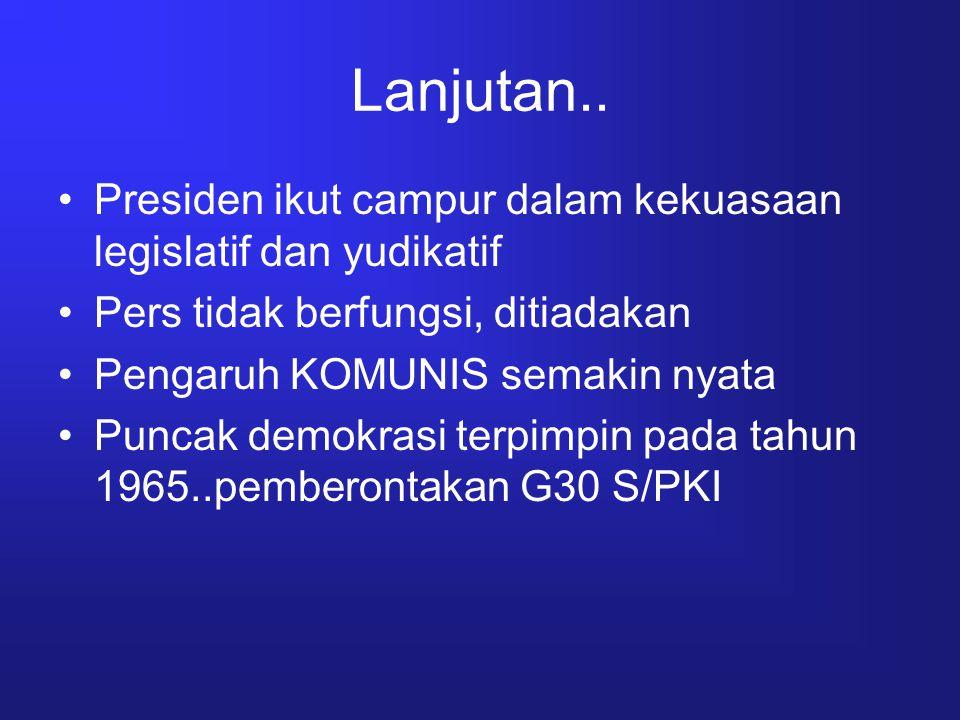 Lanjutan… 1968 tampil orde baru, komunis dihabisi, demokrasi berpusat pada ekonomi Terjadi lagi pemusatan kekuasaan pd presiden (dominasi ABRI dan Golongan Karya) 1998, reformasi menjatuhkan orde baru, tekad bangsa Indonesia mewujudkan sistem demokrasi kedaulatan rakyat