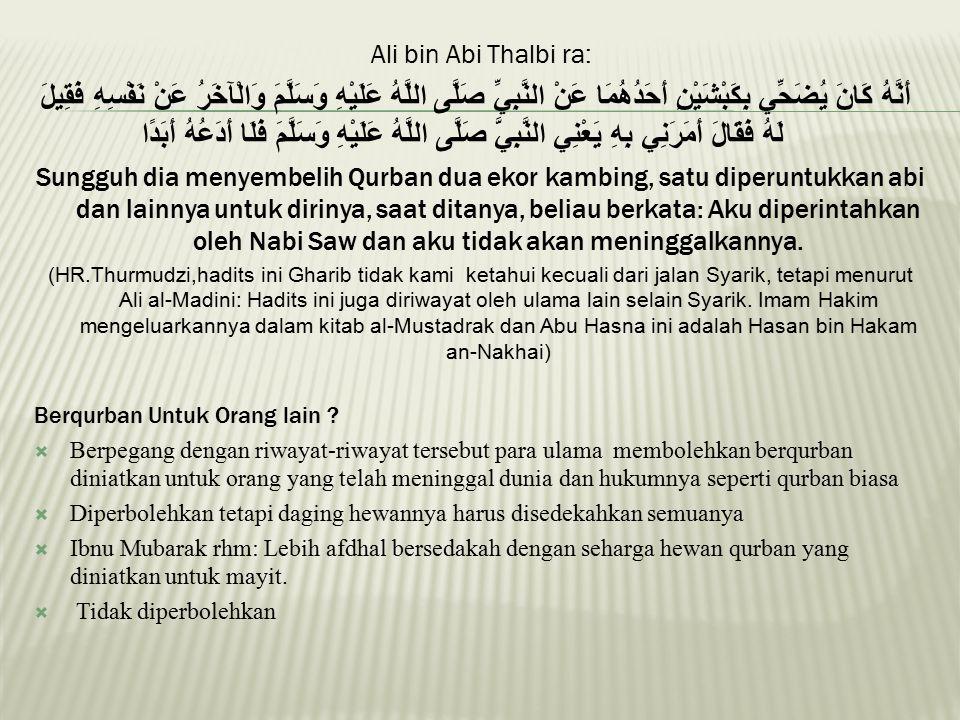 Ali bin Abi Thalbi ra: أَنَّهُ كَانَ يُضَحِّي بِكَبْشَيْنِ أَحَدُهُمَا عَنْ النَّبِيِّ صَلَّى اللَّهُ عَلَيْهِ وَسَلَّمَ وَالْآخَرُ عَنْ نَفْسِهِ فَقِ