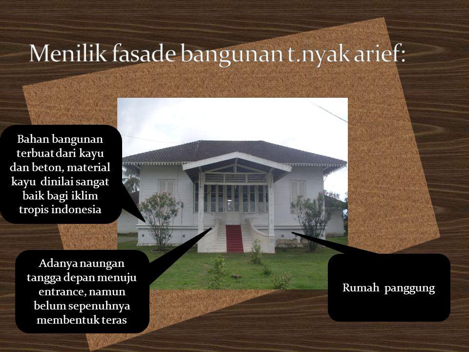 Rumah panggung Bahan bangunan terbuat dari kayu dan beton, material kayu dinilai sangat baik bagi iklim tropis indonesia Adanya naungan tangga depan m
