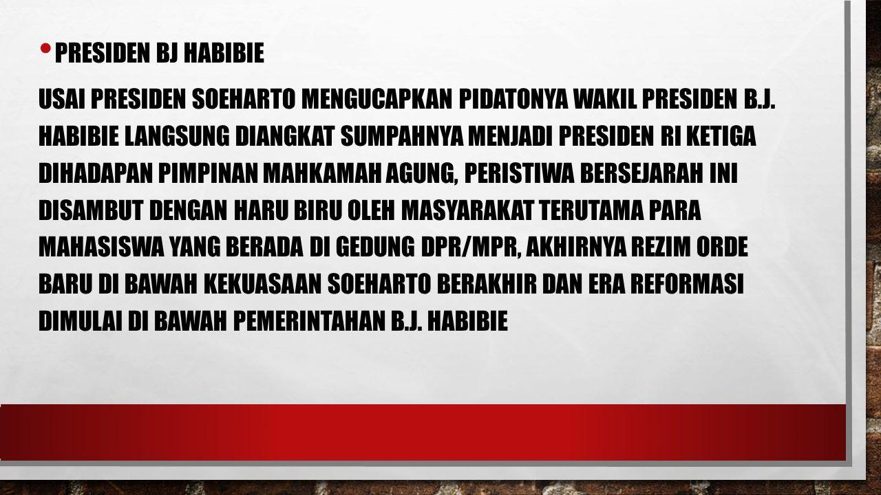 PRESIDEN BJ HABIBIE USAI PRESIDEN SOEHARTO MENGUCAPKAN PIDATONYA WAKIL PRESIDEN B.J. HABIBIE LANGSUNG DIANGKAT SUMPAHNYA MENJADI PRESIDEN RI KETIGA DI