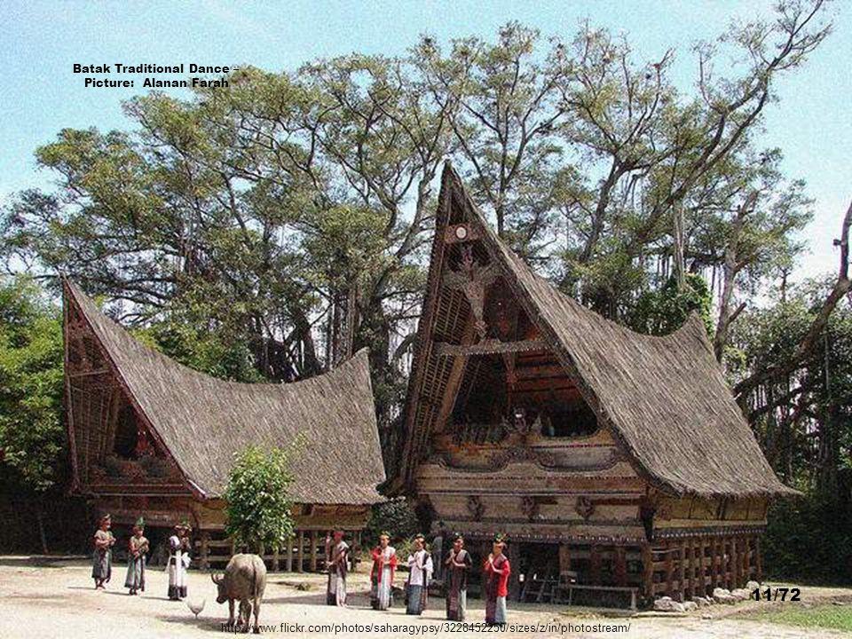 Batak Toba Village, Samosir Island - Picture: Michael Hoefner 10/72 http://commons.wikimedia.org/wiki/File:Batak-village_09N9400-01.jpg